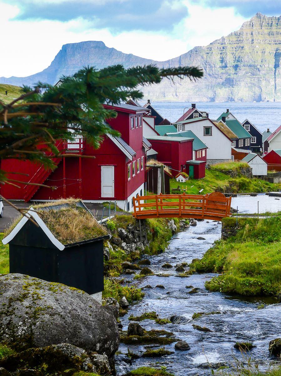 Joli village des Iles Feroe : Gjogv