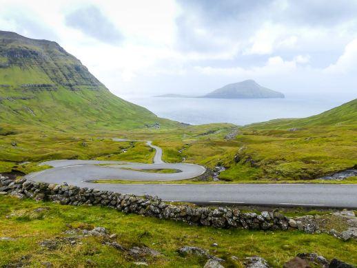 Quelques lacets à Nordradalur - Iles Feroe