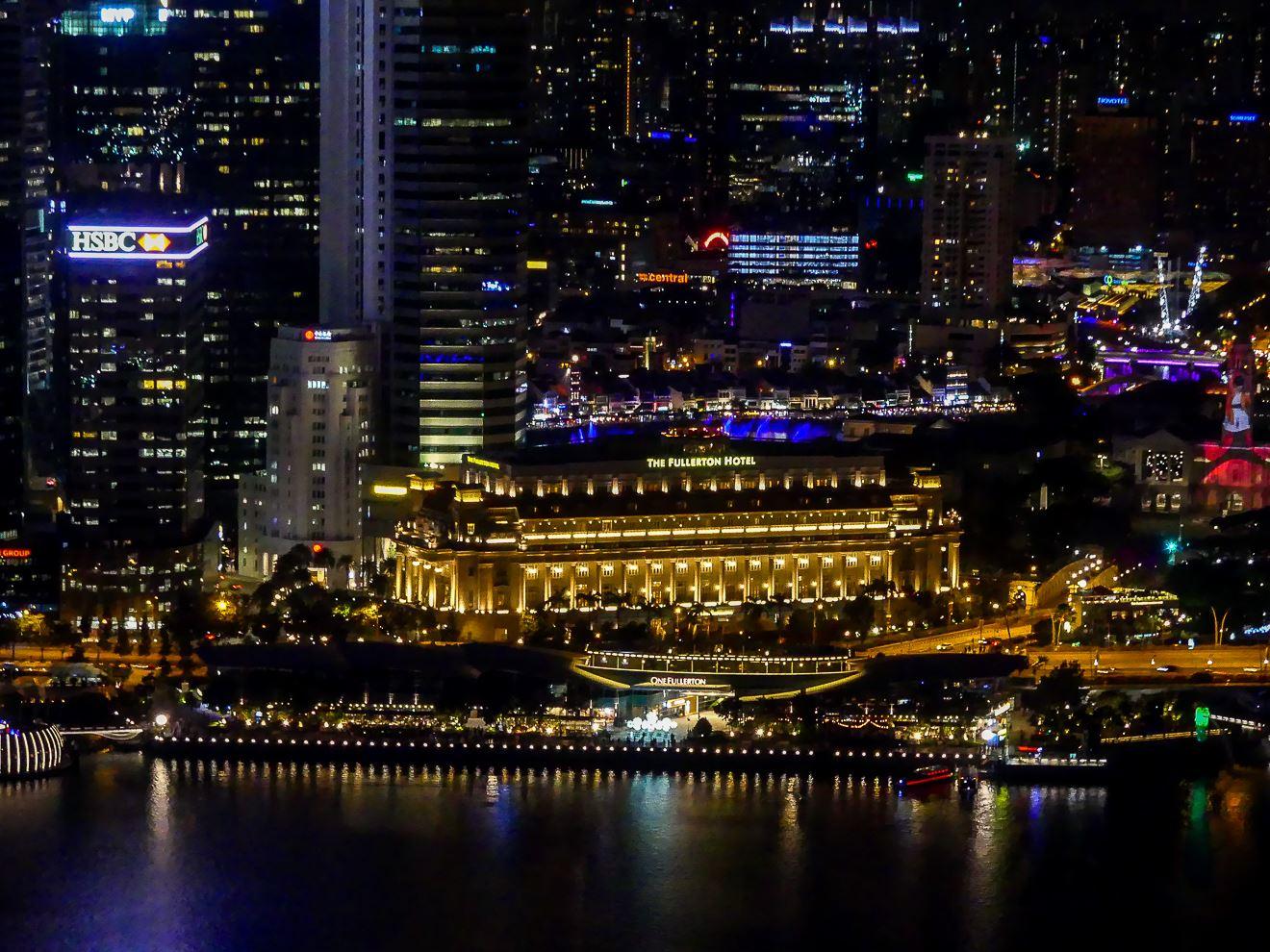 Vue de l'hôtel Marina Bay Sands de nuit