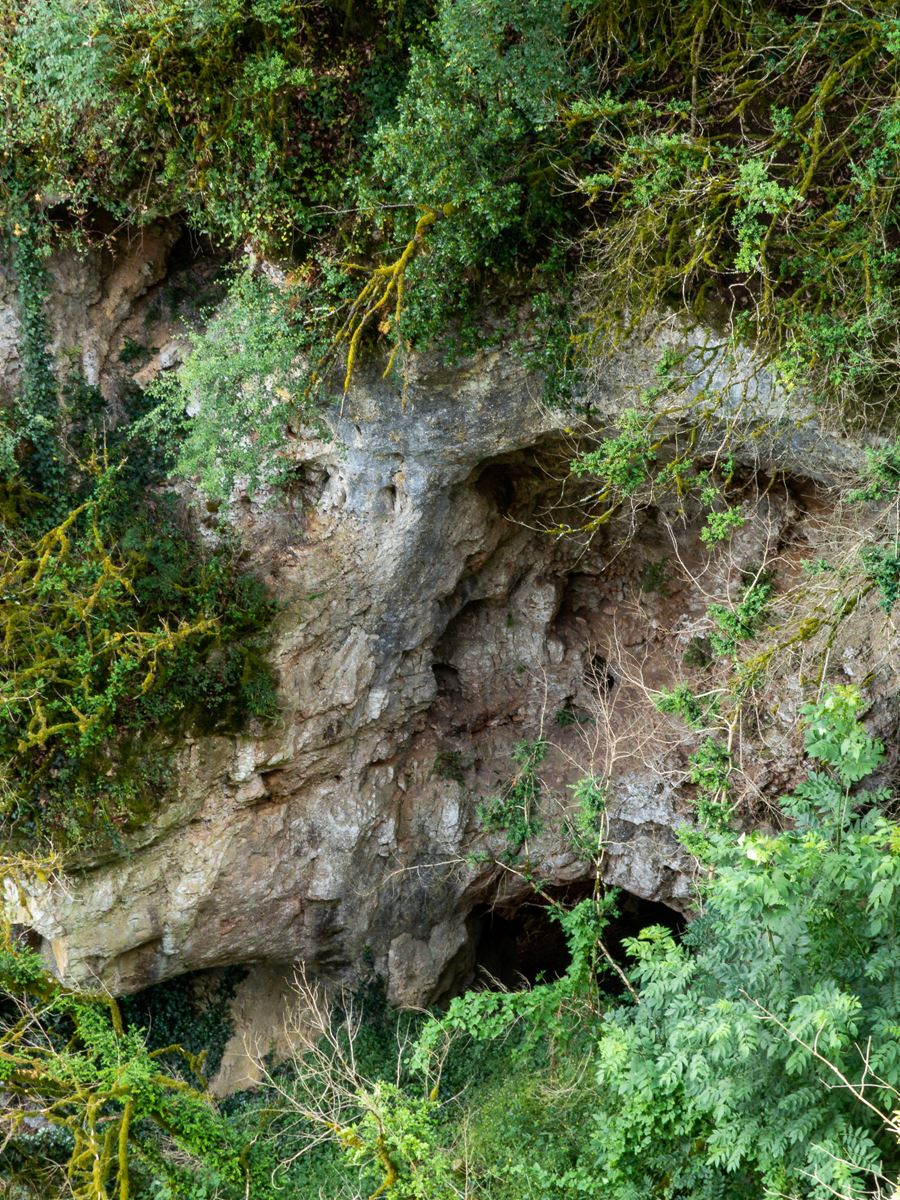 Château de Cénevières - grotte