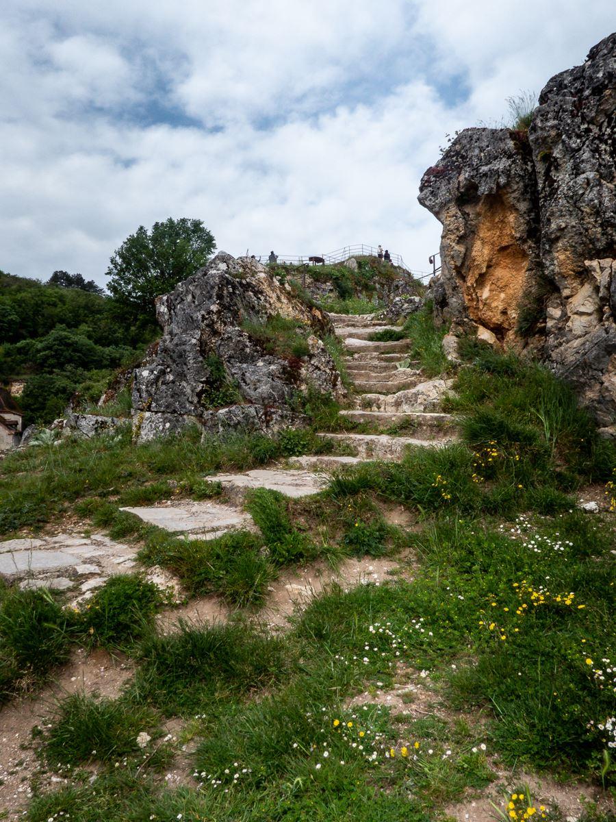 Grimpette sur el rocher des Lapopie