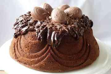 Creme-Egg-Bundt-Cake