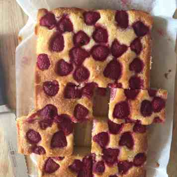 Baking Without Sugar. Raspberry and Almond Traybake