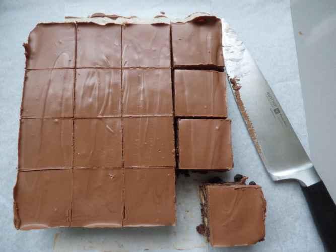 Chocolate Tiffin Clandestine Cake