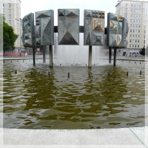 02 Brunnen Strausberger Platz 32 800er