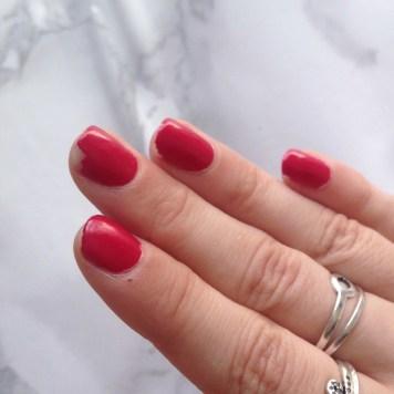 Mani Marker de L'Oréal Paris (401 Red) - Main (avant)