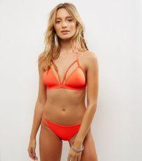 NEW LOOK - Haut de bikini triangle orange avec lanières et bonnets préformés (http://www.newlook.com/fr/femme/collections-vetements/vacances/bikini-vacances/haut-de-bikini-triangle-orange-avec-lani%C3%A8res-et-bonnets-pr%C3%A9form%C3%A9s/p/511768284?comp=Browse)