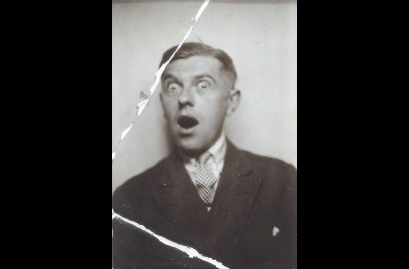 """Magritte, """"La coquetterie - Autoportrait au photomaton"""", Jardin des Plantes, Paris, 1928."""