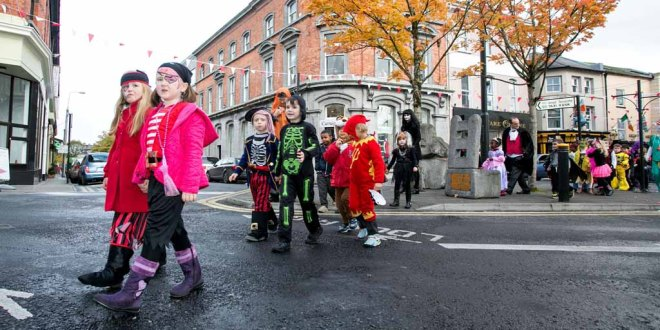 Pupils from Ennis National School set off about Ennis on their Hallowe'en Hobble.