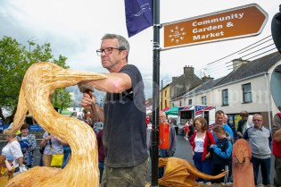 020819 Fear na Coillte, Will Fogarty, sculpting at the Scariff harbour festival on Sunday.pic Arthur Ellis.