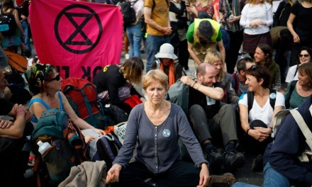PICTURES: Eco-Activists Bring London to a Standstill, Majority of Britons Oppose Protests