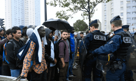 Paris to Hire Security Guards to Patrol Unsafe Public Spaces
