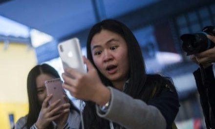 Students Accused of Tricking Apple into Giving Them $1M Worth of iPhones