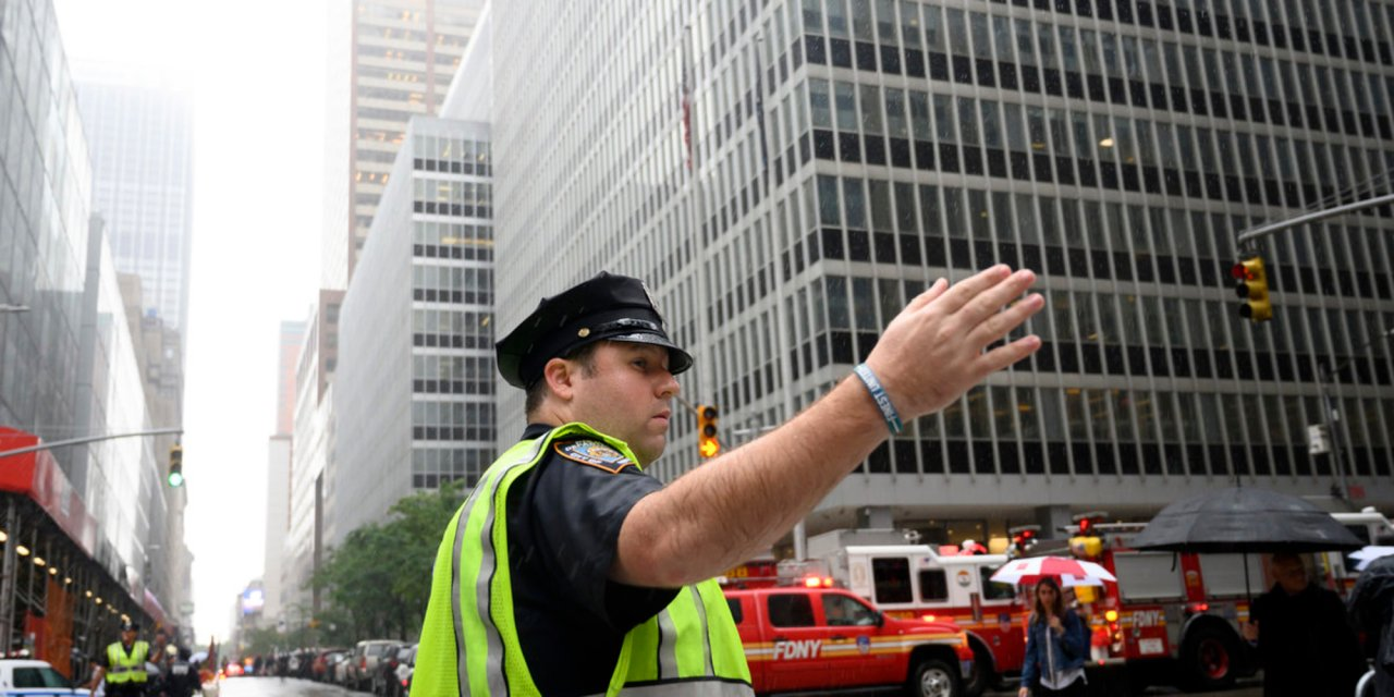 BREAKING: Helicopter crashes into building in midtown Manhattan