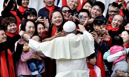 Here's Why Authors, Theologians Think Pope Francis Cooperates With The Chinese Government Despite Persecution Of Religious Groups