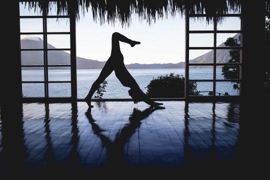 Silhouette Yoga at Villa Sumaya, Guatemala - Image by Von Medicus Photography