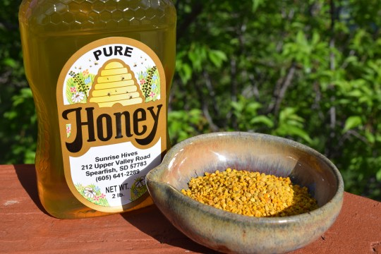 7 Tips for Surviving Allergy Season, how honey and bee pollen can help with allergies
