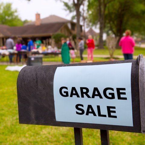 7 ways to have a fabulous garage sale