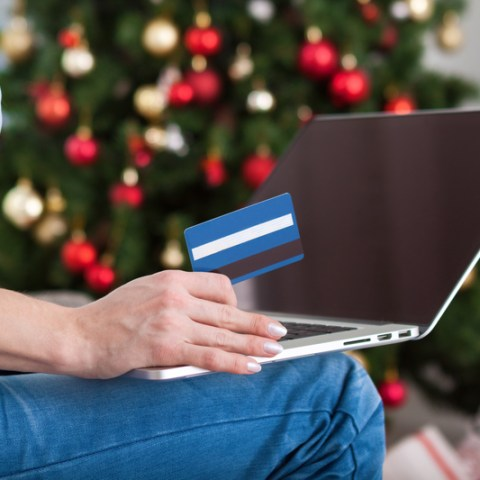 Shop smart: How to use your credit card for holiday shopping