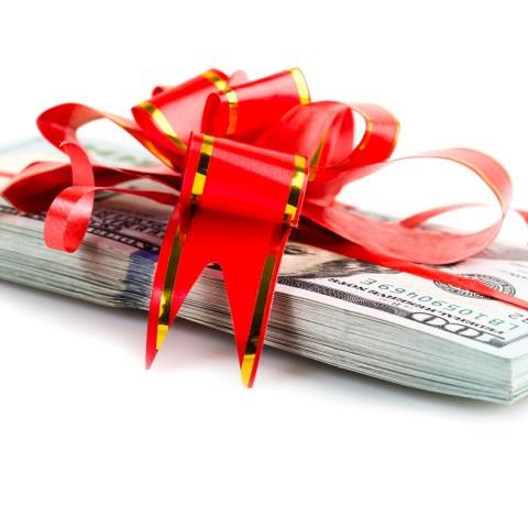Texas billionaire offers $100,000 bonus to all employees