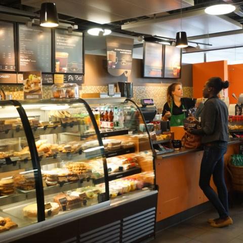 Customer catches Starbucks cashier stealing credit card info