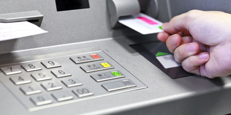 Want free ATM withdrawals? Here are 5 ways to beat those pesky fees