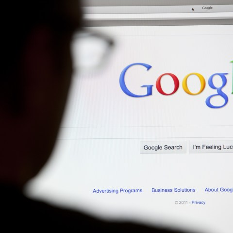 Google bans ads for payday loans while investing in payday lender