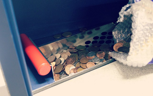 Bank customers shortchanged by 'free' coin-counting machines