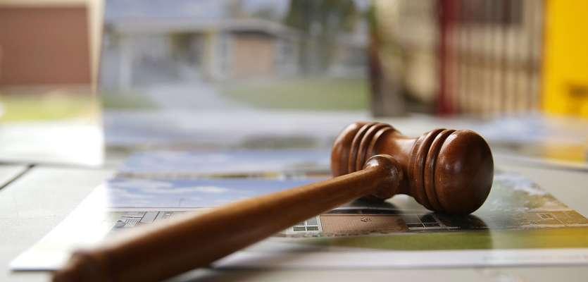 Cancer patient sent to 'debtors' prison' for bounced checks