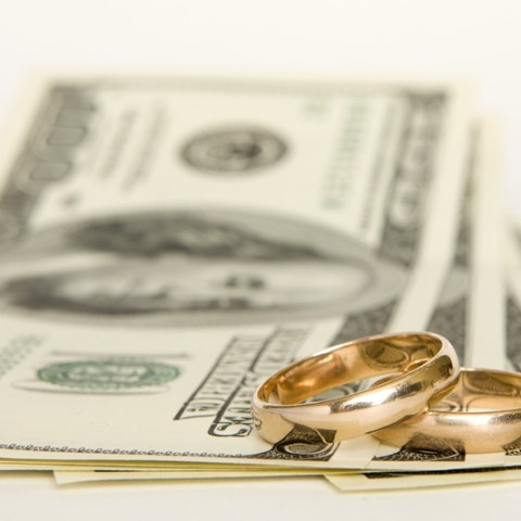 12 tips for keeping your wedding on budget