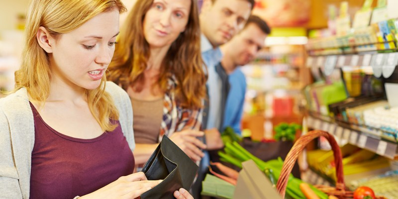 5 tips to choosing the fastest grocery store checkout line