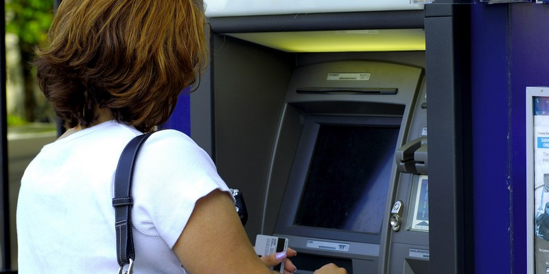 ATMs try to fight back against skimming