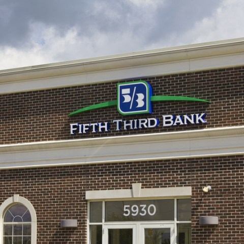 Fifth Third Bank helping unemployed customers find work