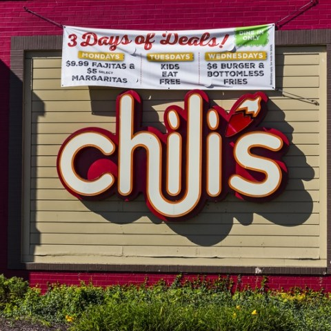 Chili's manager snatches free meal from veteran