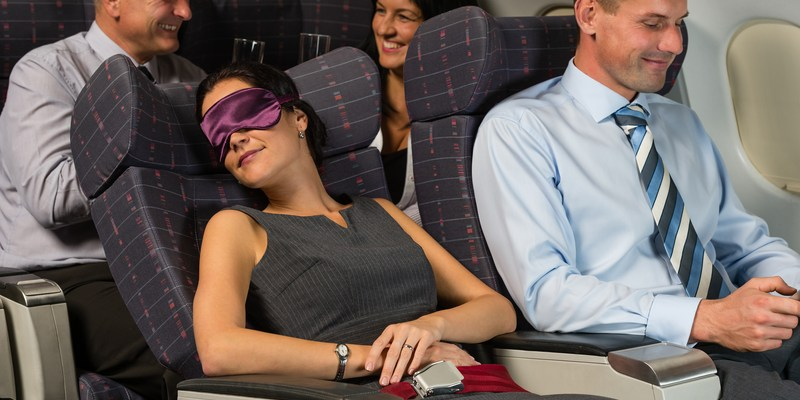 Follow these 5 rules before reclining your airplane seat
