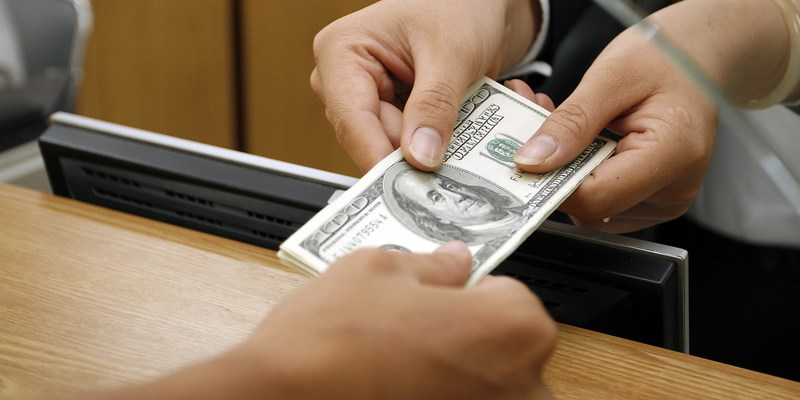bank transaction with cash
