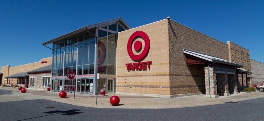 Target raises minimum wage to $11/hour in time for holiday hiring
