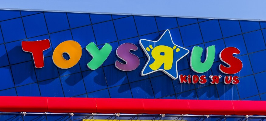 Job alert: Toys R Us is hiring toy demonstrators for the holidays