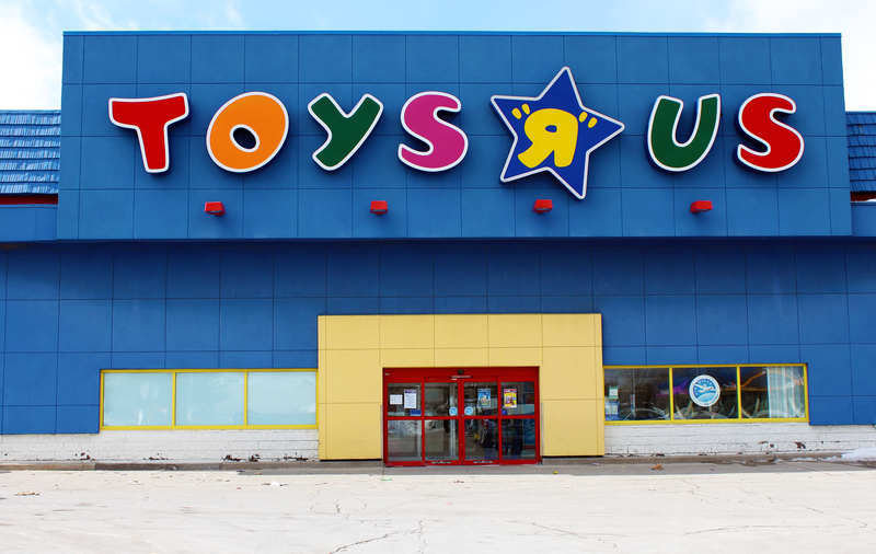 Toys R Us To Shut 180 Stores Store Closing Sales Begin In