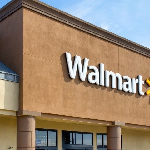 Job alert: Walmart raises starting wages, handing out bonuses