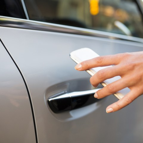 Automakers, smartphone companies prep digital car key solution