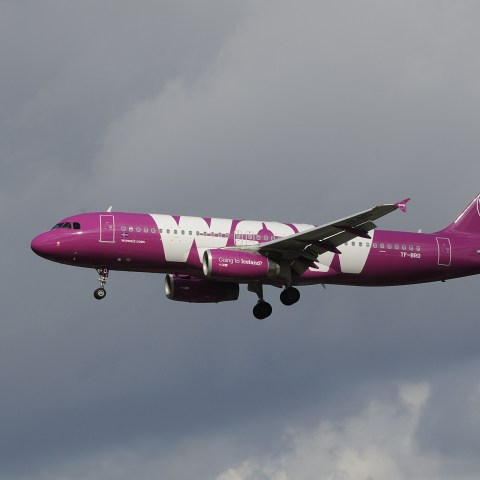 How to save money on Wow Air