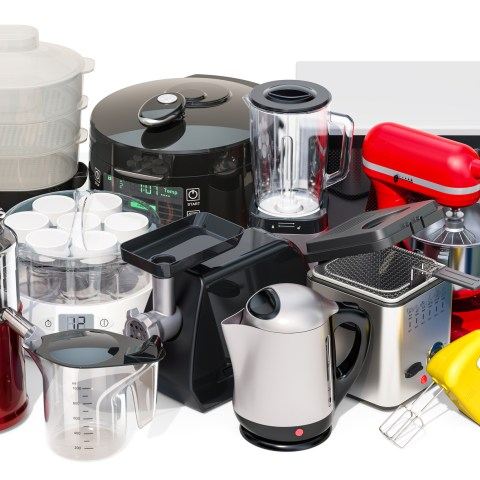 The Best Time and Place to Buy Small Kitchen Appliances