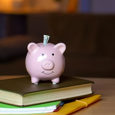 6 Tips to Teach Teenagers About Money