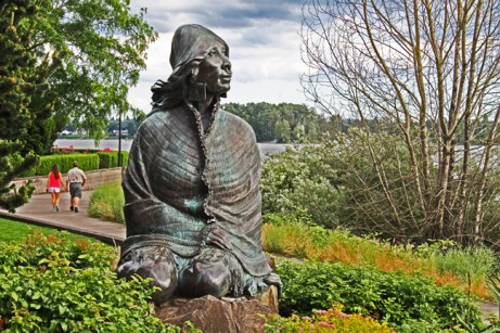 Vancouver waterfront_ilchee statue along the trail