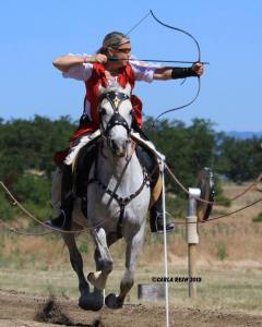 Lisa Badger Mounted Archery Brush Prairie Washington