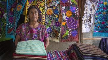 itinerary_lg_Mexico_San_Cristobal_de_las_Casas_Indigineous_Villages_Tour_Local_Woman_Weaver_Shop_-_Oana_Dragan_2017_0M4A4736_Lg_RGB