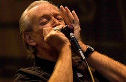 Charlie Musselwhite can often be seen playing in Clarksdale (photo by Kenji Oda).