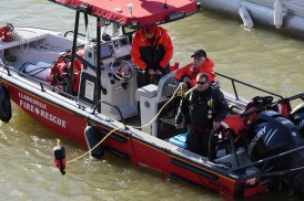 Crews remove a car from the Cumberland River on Sunday, Dec. 27, 2020. (CFR Capt. Michael Rios, Contributed)
