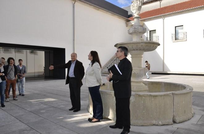 Início da visita, com o arquiteto Gonçalo Byrne.